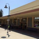 Palo Alto駅。特に改札などがない。